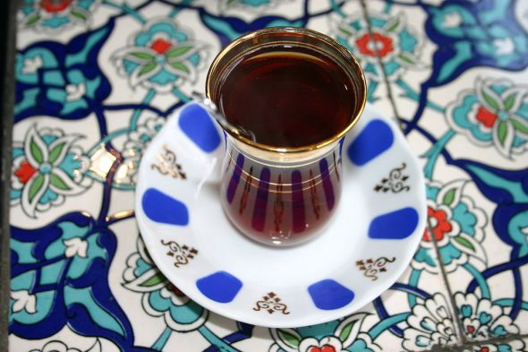 1024px-Turkish_tea
